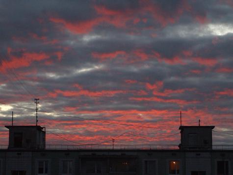 Москвичей напугало желтое небо