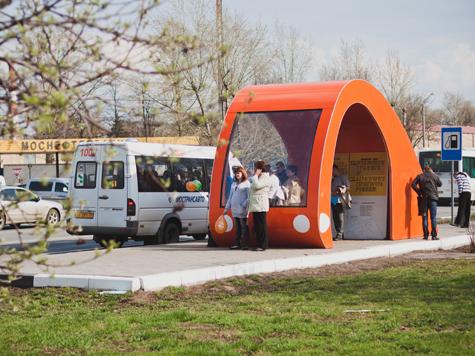 Оригинальная автобусная остановка появилась недавно в подмосковной Коломне на улице Октябрьской Революции