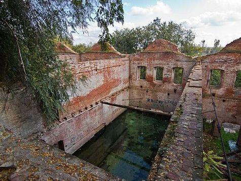 Трагедия этих объектов культурного наследия в том, что они либо находятся в частном владении, либо имеют статус памятников федерального значения