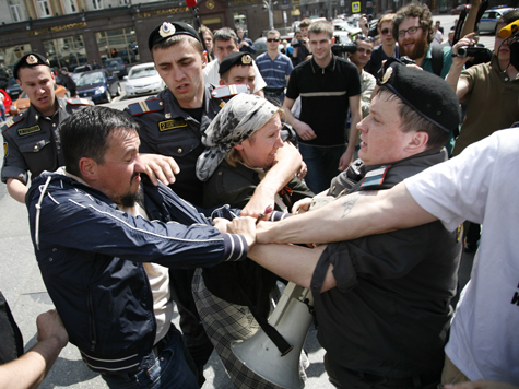 Митинги разрешили разгонять ногами