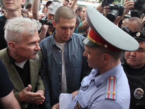 На Триумфальной площади по традиции арестовали Лимонова