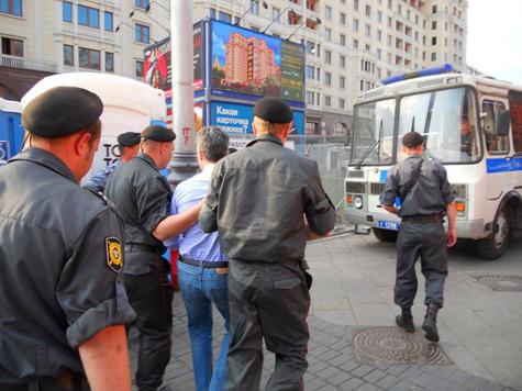 Москвичей и гостей столицы пускают на Манежку только через кордоны, есть задержанные
