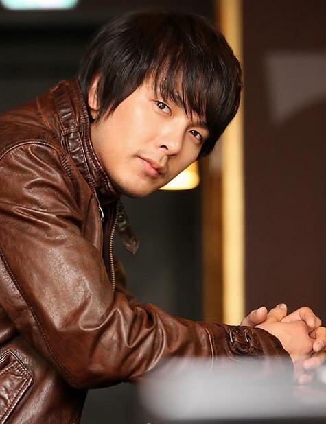 Известный южнокорейский певец и актер найден мертвым