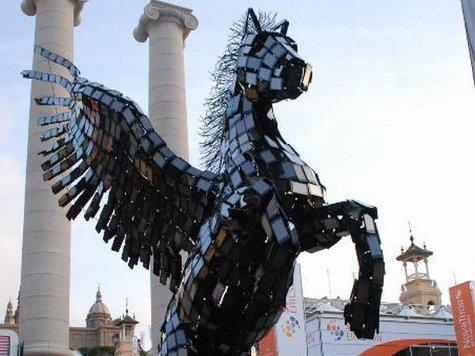 В Испании из смартфонов построили большую статую Пегаса