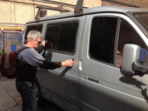 В машине актера Пороховщикова завелись бомжи