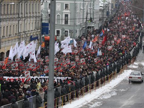 Десятки тысяч людей вышли на площадь