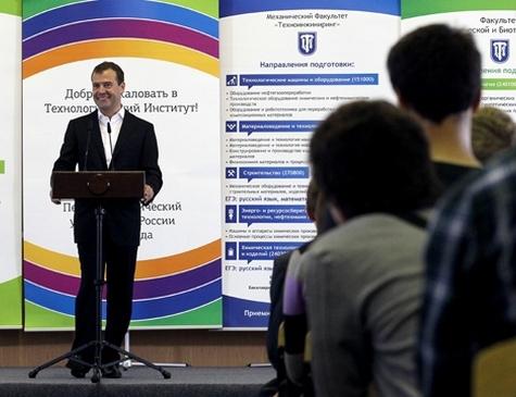 Медведев: «Лучше синяя морда, чем красный диплом»