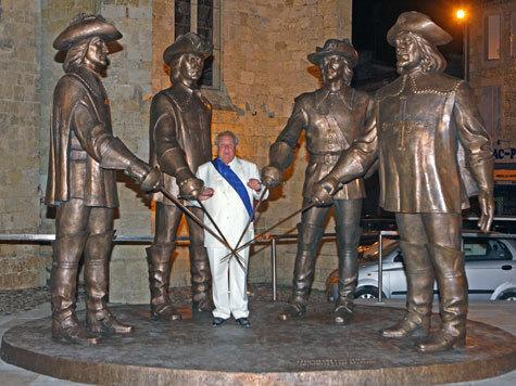 Три мушкетера забронзовели  в Гаскони