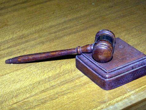 """Эксперты """"МК"""" объясняют, почему решение суда оказалась не в пользу девушки, защищавшей друзей"""