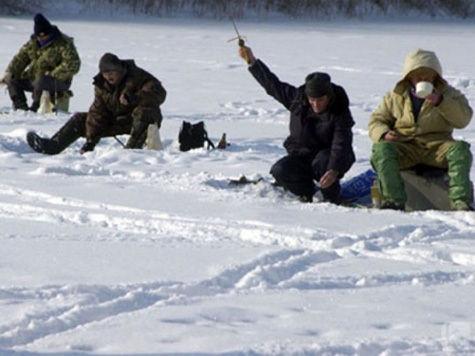 Рыбаки на льдинах отказываются от помощи, боясь потерять машину