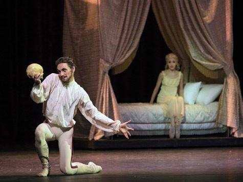 Балетная премьера в «Стасике» ошарашивает числом, умением и пением
