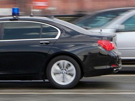 Чиновникам запретят ездить на дорогих авто