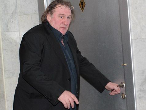 Суд в Париже заочно приговорил Депардье к штрафу в 4000 евро и лишению прав