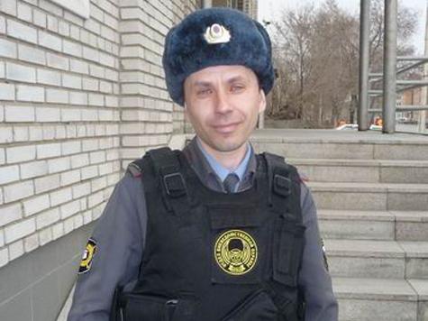 Полицейский спас и тонущих, и погорельцев