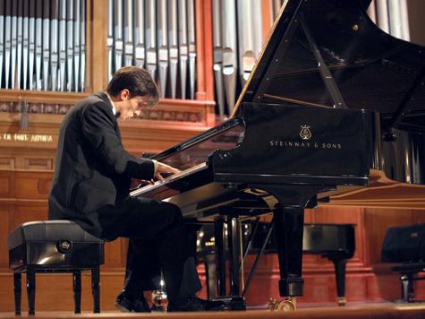 """Пианист Александр Романовский: """"Я ни с кем не соревнуюсь, просто играю, как на своем лучшем концерте"""""""