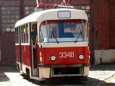 Столичный трамвай сбил семью из трех человек