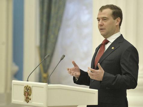 Медведев «закалил сталь» в Челябинске, посетовав на сморщенный рынок