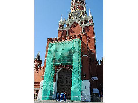 Раскрытые иконы на Кремлевской стене после реставрации спрячут за стекло