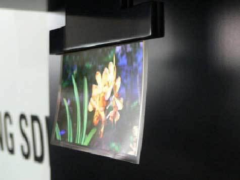 Телевизор можно будет переносить скатанным в трубочку