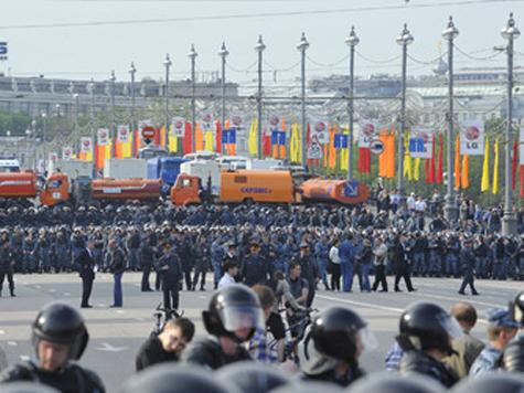 Противоречивые слухи о том, что будет происходить в День России в центре столицы, развеял один из организаторов акций протеста