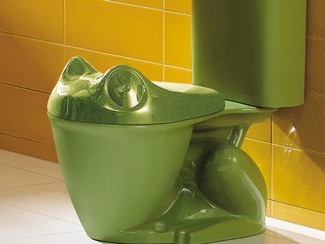 Владельцам тесных квартир предложили мыть руки в унитазе