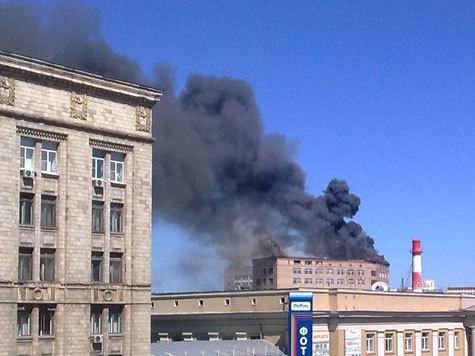 """В Москве крупный пожар в здании НПО """"Алмаз-Антей"""""""