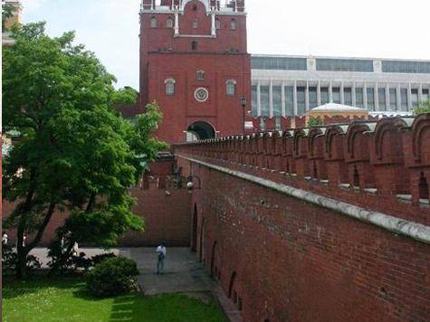Попытку влезть на Кремлевскую стену предпринял 22-летний провинциал