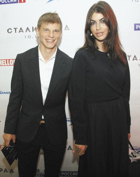 Андрей Аршавин появился напублике сновой подругой