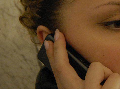 Мобильные телефоны вызывают прыщи