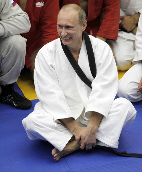 Великий мастер: Путин получил 9 дан по тхэквондо