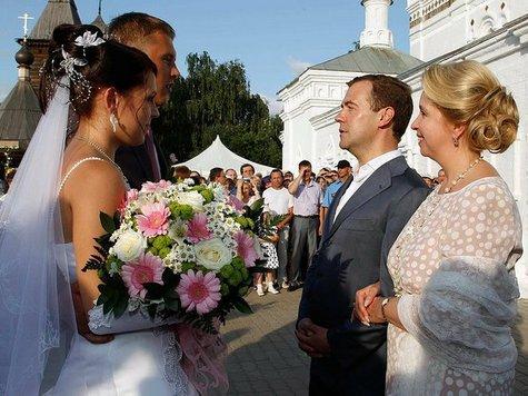 В день любви Медведевы пошли в монастырь