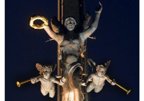 Богиня Победы  на Поклонной горе одолеет любые ветры