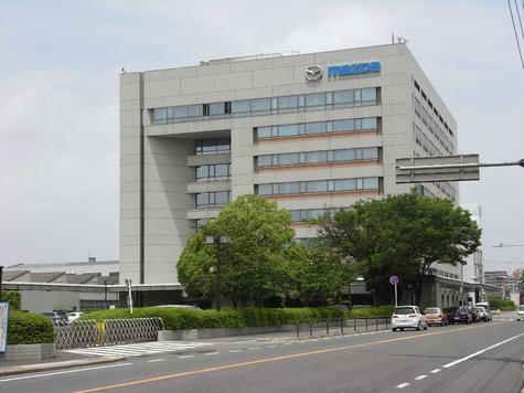 В Японии мужчина, лишившись работы, отыгрался на сослуживцах
