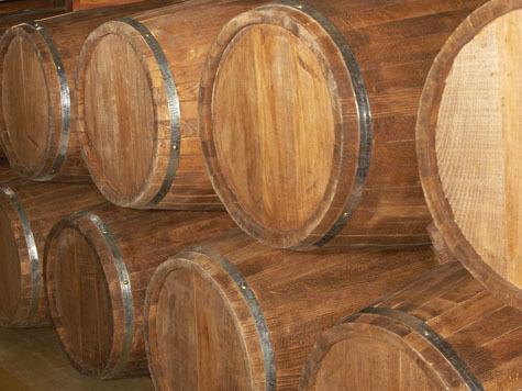Тысячи литров виски утекло в канализацию