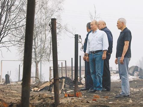 Погорельцы в Нижегородской области побили мэра Выксы, а на главу МЧС пытались бросаться с кулаками