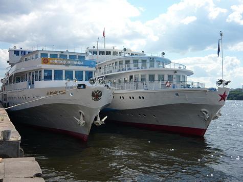 Дмитрий Медведев поручил Минтрансу и МЧС поднять затонувшее судно