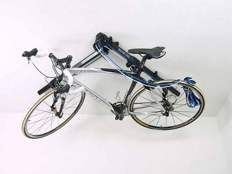 Придумана система, которая позволяет хранить велосипед на потолке