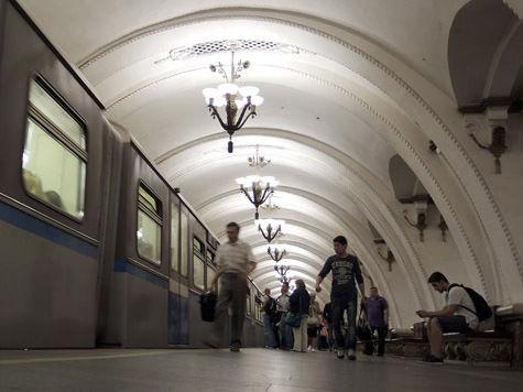 Места пассажиров в метро могут занять торговые лотки