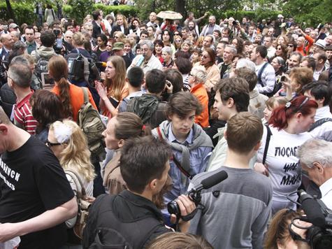 Оппозиция пикетирует в Страсбурге