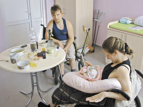 Семью инвалидов лишили ребенка