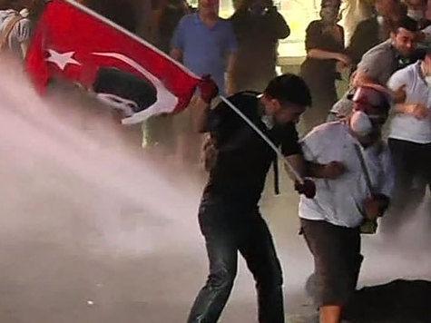Силовые действия турецких властей побудили протестующих активизироваться