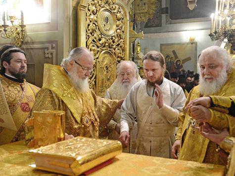 Появились подозреваемые в краже Евангелия из Лавры