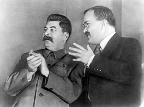 22 июня 41-го года Молотов прочел по радио не ту речь, которую написал