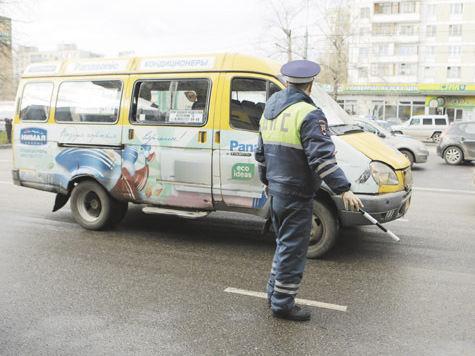 Водителей маршрутных такси приучают работать по закону