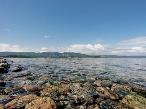 В озеро Байкал плывут загадочные круги