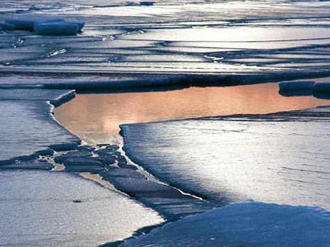 Вместо подледной ловли рыбаки насладились вояжем на льдине