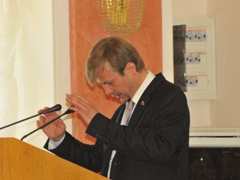 Три часа, в течение которых депутаты муниципалитета Ярославля бурно обсуждали отчет мэра Евгения Урлашова, стали увлекательным шоу
