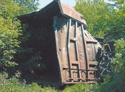 Водитель не заметил поезд из-за деревьев