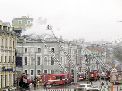 Над сгоревшей «Школой современной пьесы» возведут каркас