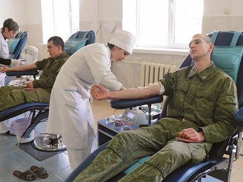 Российские миротворцы сдают кровь для жителей Приднестровья